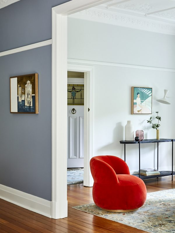 Looking into the sitting room of a home on Sydney's North Shore with interior design and decoration services by Alex Gourlay of Vellum Interiors